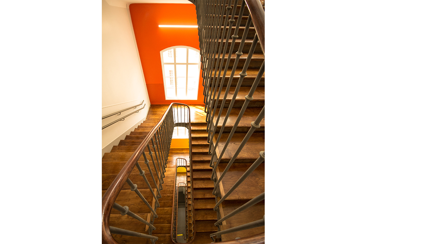 Cazenove Architecte Ecole La Rochefoucauld Rue Cler Circulation Escalier Couleur Paris 7 006
